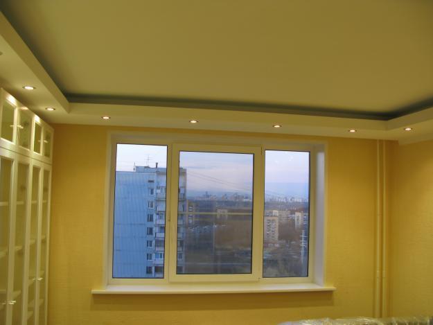 Бежевый гипсокартонный потолок
