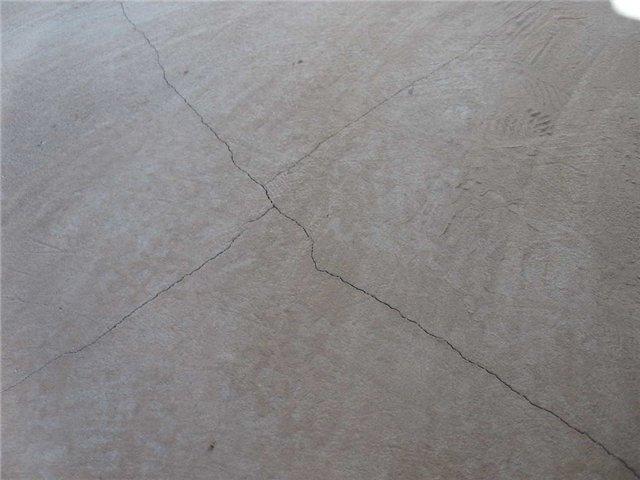 Трещины на бетонной стяжке