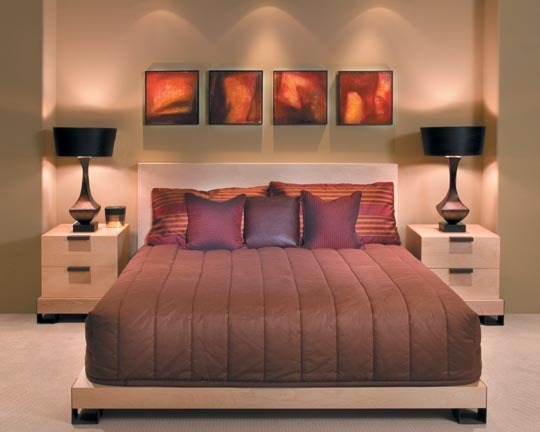 Многоуровневое освещение в спальне