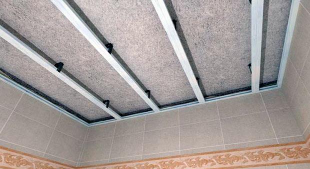 Каркас на потолке для обшивки пластиковыми панелями