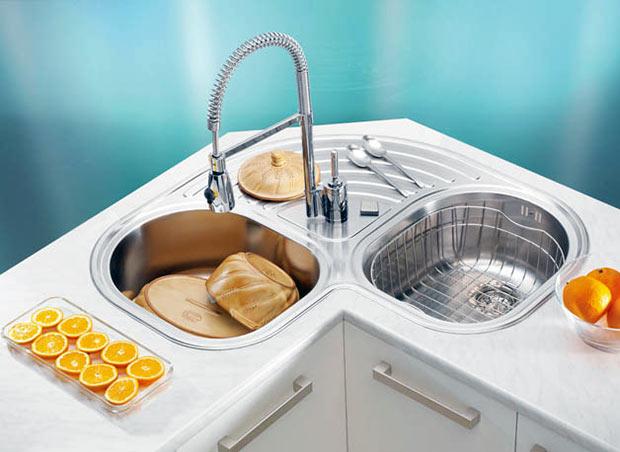 угловая мойка для кухни со съемным смесителем