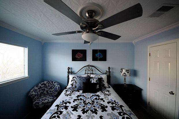 Красивая плитка из пенопласта на потолке