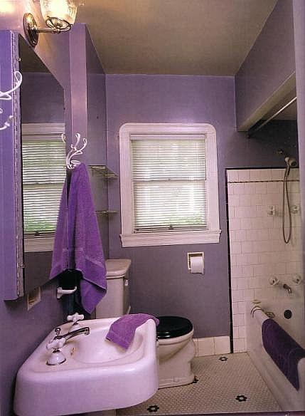 Ванная в фиолетовых цветах