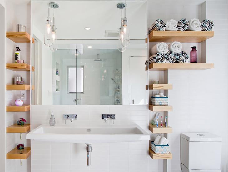 Компактные полочки в ванной