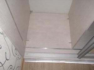 Нижняя направляющая раздвежной двери шкафа-купе