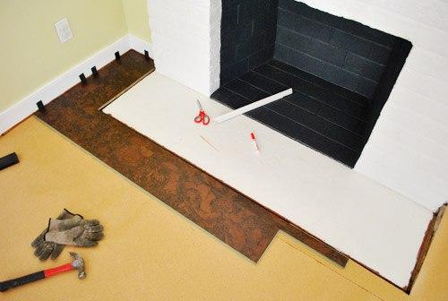 Укладка первой панели ламината