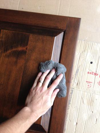 Обработка глянцевого покрытия абразивным войлоком