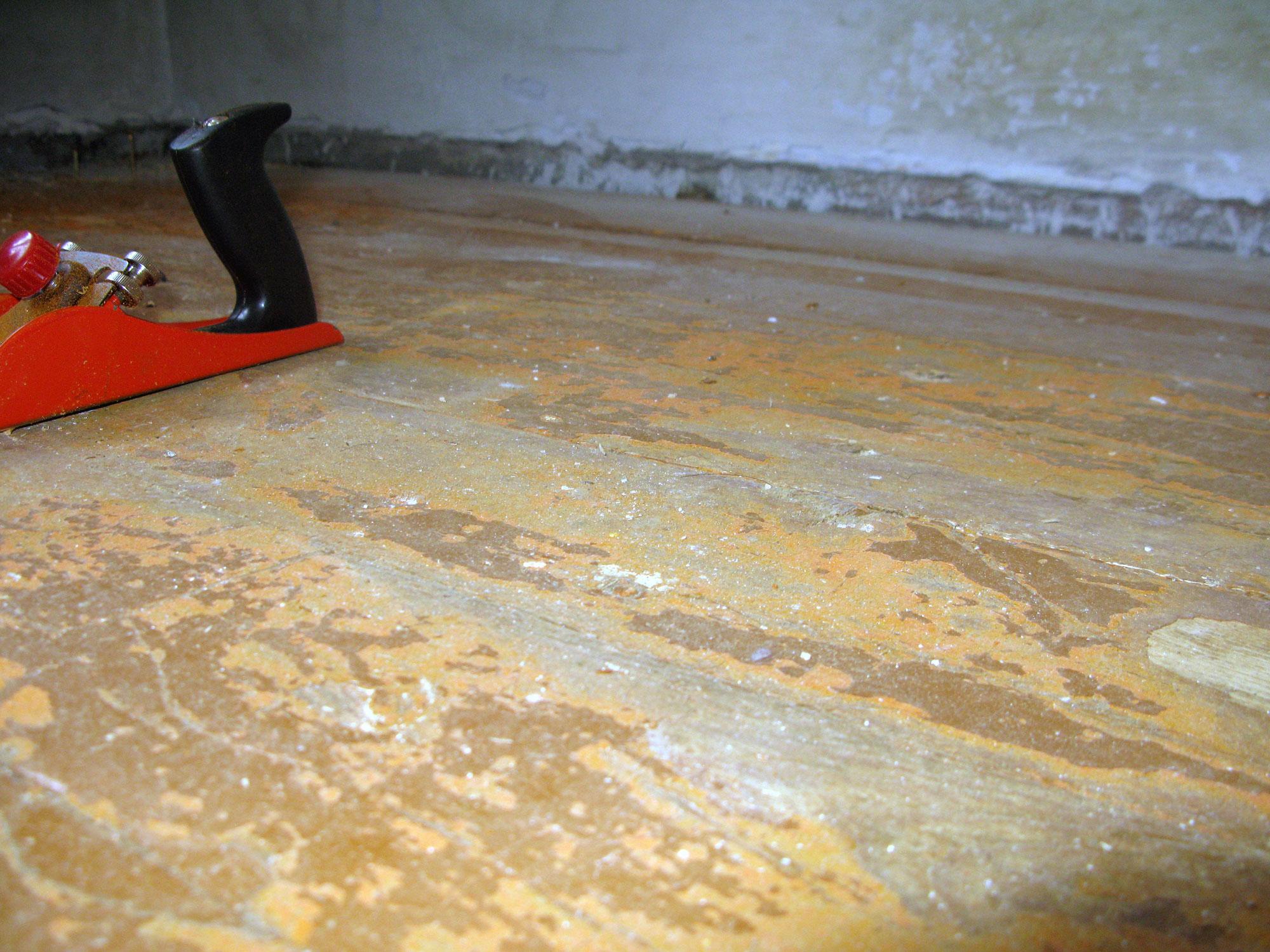 Как постелить деревянный пол на неровный пол своими руками