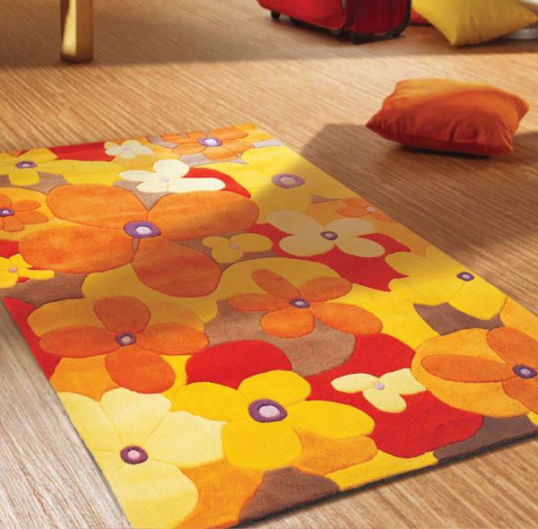 Яркий ковер для игр детей
