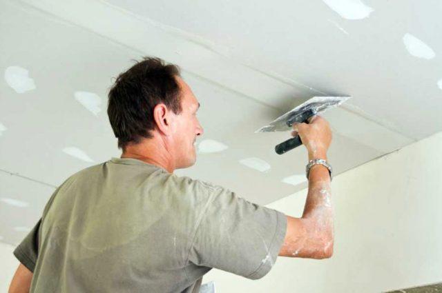 Как поклеить обои на потолок самостоятельно? Инструкция с видео