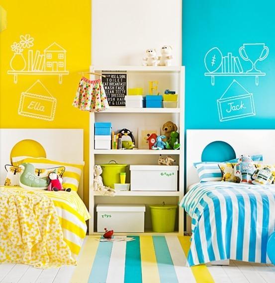 Детская комната небесно-песочного цвета