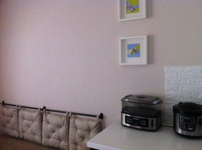 Подушки из IKEA на стене
