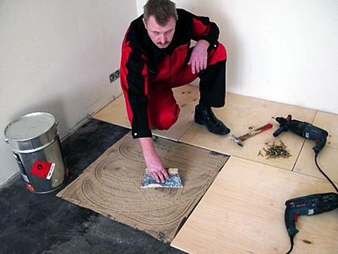 Приготовить цементный раствор для заделки швов