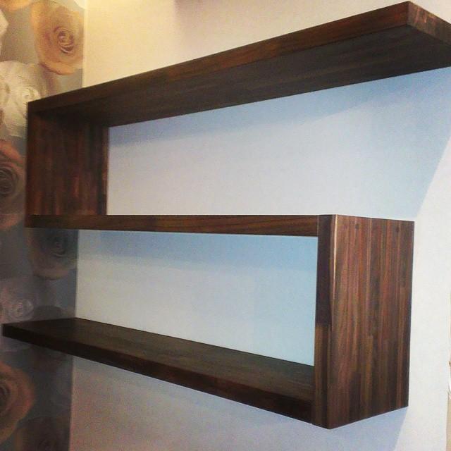 Купить деревянные настенные полки для книг - фото