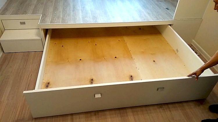 Кровать с выкатными ящиками своими руками