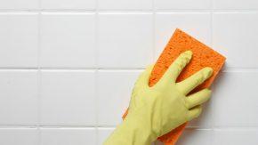 Мыть губкой
