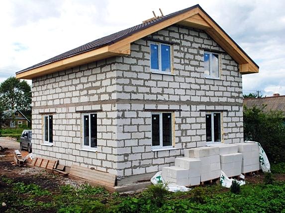Дом из каменных блоков