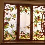 Витраж на окне