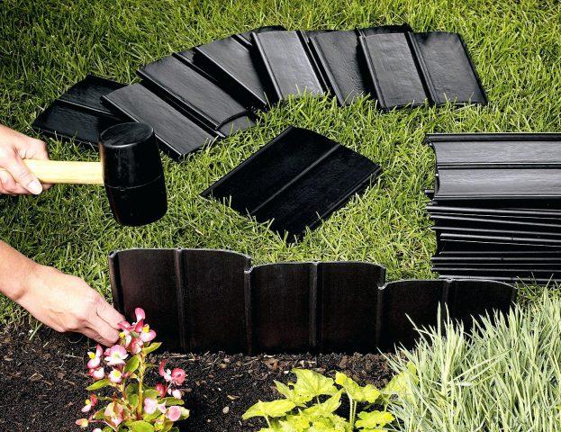 Пластиковый бордюр в саду