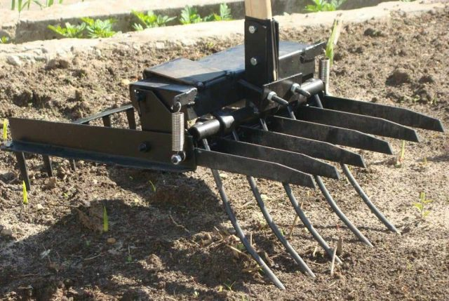Самодельная чудо-лопата на огороде