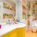 Яркая плитка вванной разноцветная