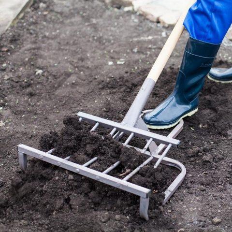 Использование самодельной лопаты