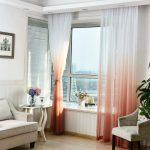 Тюль на окнах с градиентом