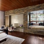 Оформление гостиной с камнем