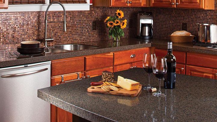 Как подобрать на кухню идеальные столешницу и фартук