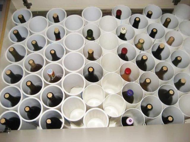 Полка для вина из пластиковых труб