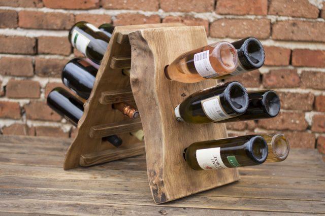 Полка для вина из двух скрещенных дощечек