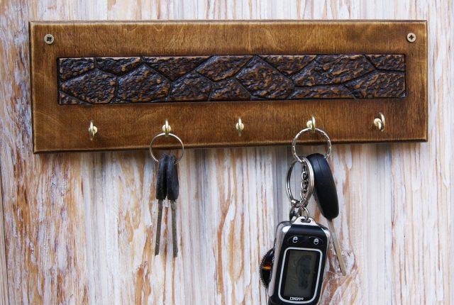 Самодельные ключницы для прихожей